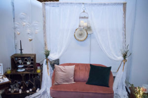 Traubogen und Sofa